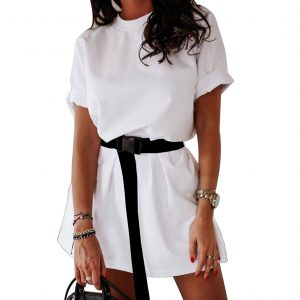 Don't skip the oversize tee to look more fashionable!