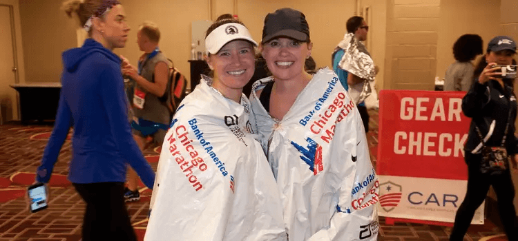 2 girls wear Chicago Marathon hat and win the competition