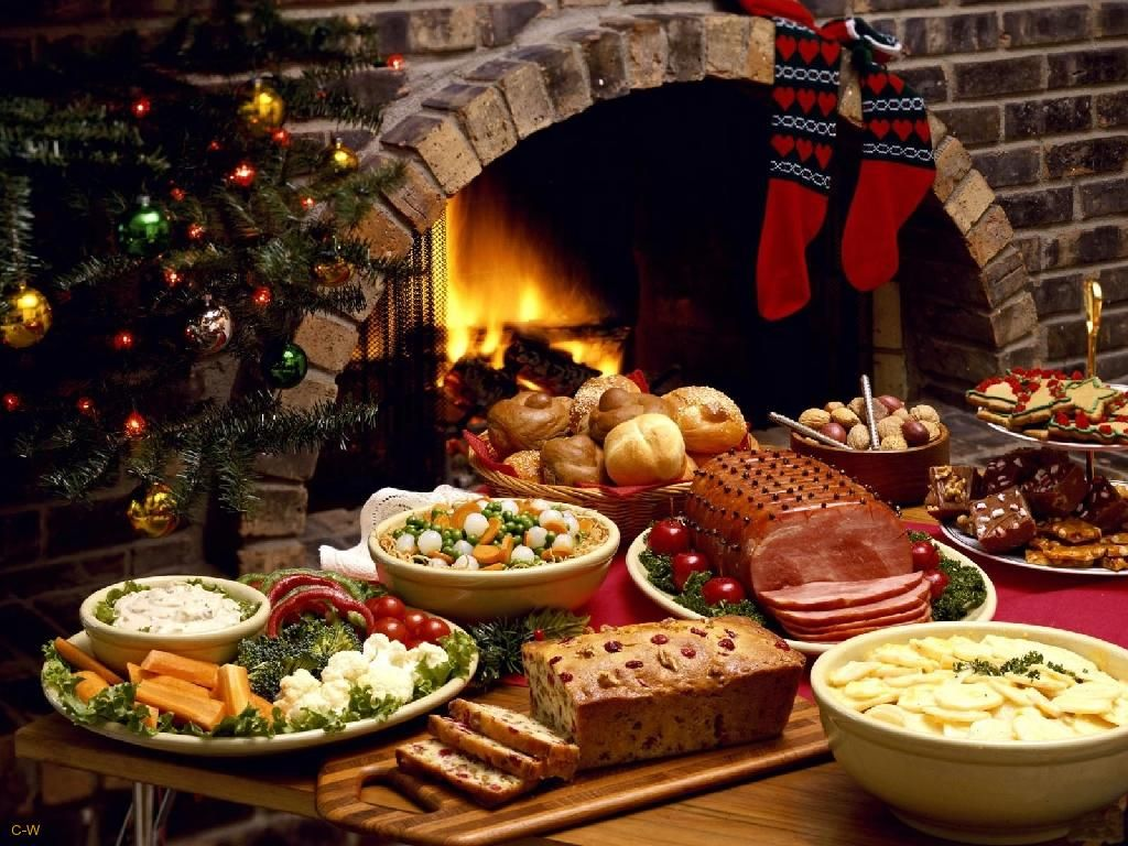Christmas is the time to prepare a dinner table