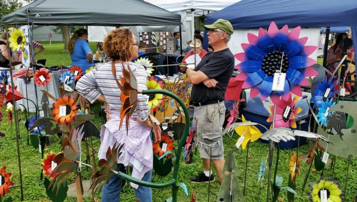 Hundreds Of Vendors Selling Gifts And Crafts