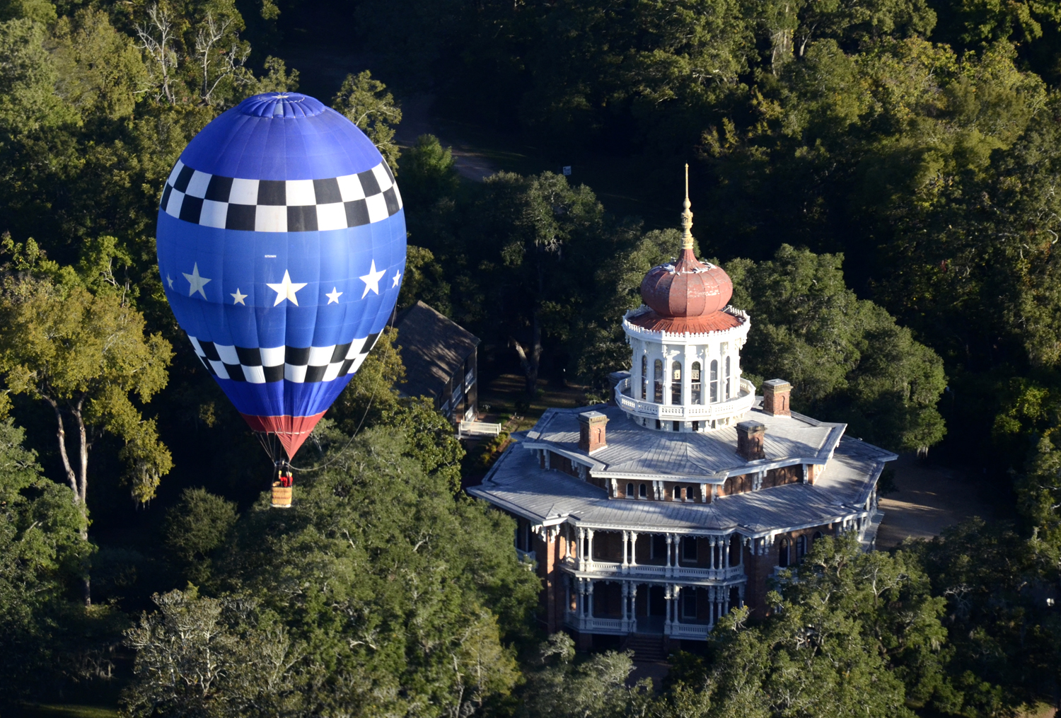 The Natchez Balloon Festival, also known as the Great Mississippi River Balloon Festival